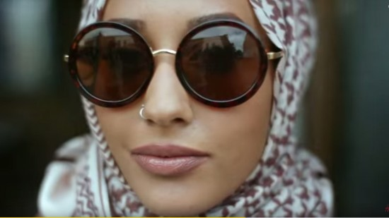 150929150007-hm-hijab-model-super-tease
