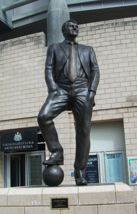 Bobby_Robson_statue,_Newcastle