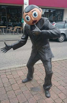 Frank_Sidebottom_statue_Timperley_Manchester_