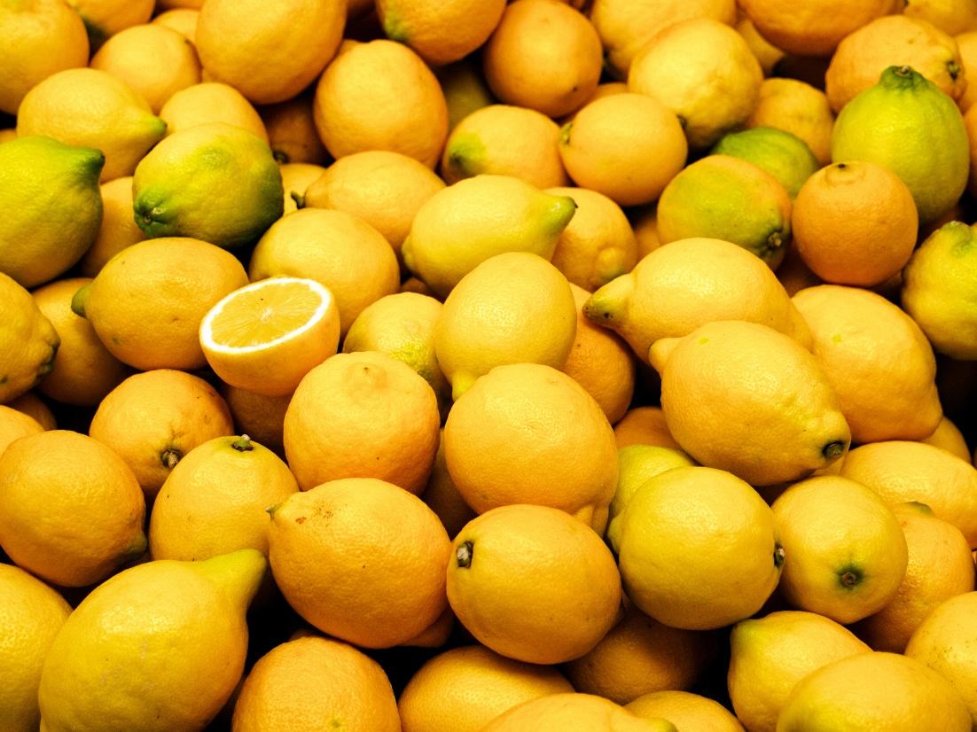 Valencia_market_-_lemons.jpg