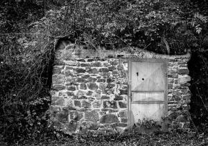 entrance-1818676_1280